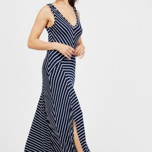 Summer&Sage Navy striped V neck Maxi dress